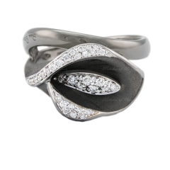 GAN0330   AnnaMaria Cammilli Precious Calla Diamonds Black Gold Ring
